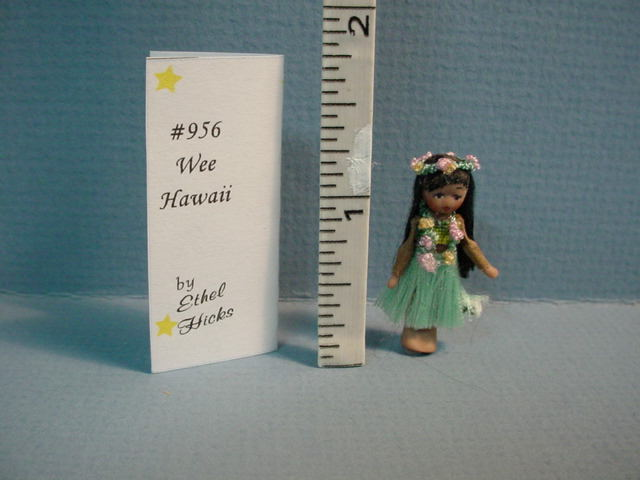 Tiny Hawaiaan doll - 01A
