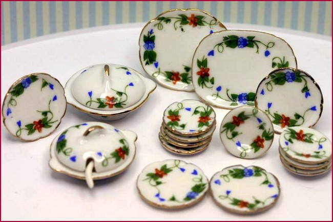 Lovely Dinnerware - 01AA