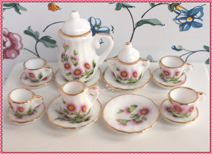 Lovely Dinnerware - 01B