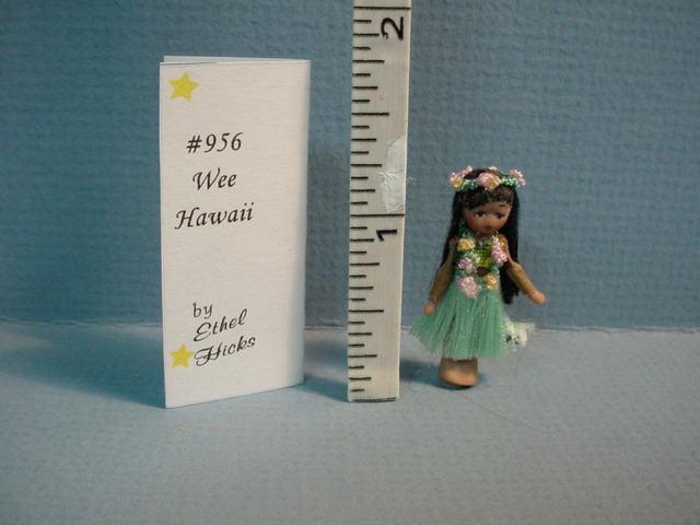 Tiny Hawaiaan doll - 01A